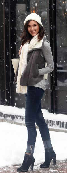 How to layer in winter: Grey vest over a grey cashmere sweater, skinny jeans with white accessories. By fashion blogger Marie's Bazaar