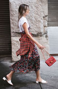 Floral Dress | Tshirt Layering | 90s Mules | Chanel Purse
