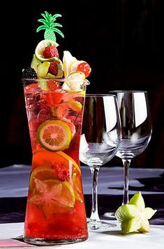 12 nejlahodnějších letních nealkoholických limonád | ReceptyOnLine.cz - kuchařka, recepty a inspirace Cocktails, Drinks, Hurricane Glass, Flute, Champagne, Deserts, Good Food, Food And Drink, Smoothie