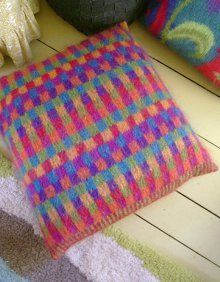 Mohair Cushion Knitting Pattern : 1000+ images about Plaids og puder i strik on Pinterest Drops Design, Knitt...