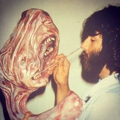 Paint me like one of your outer space friends. Rob Bottin details the Norwegian split-face build for John Carpenter's unbeatable horror classic The Thing (1982). #thing #thething #robbottin #johncarpenter #horror #cultclassic #creature #monster #makeupfx #makeupeffects #specialeffects #specialeffectsmakeup #practicalfx #practicaleffects #props #painting #airbrushing #model #alien #creatureeffects #creaturecreation #universal #horrormovie #hollywood #moviemagic #behindthescenes #bts