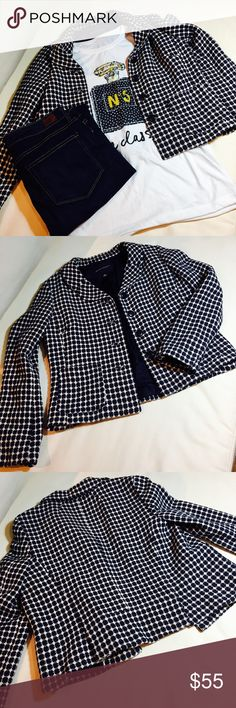 NWOT Banana Republic blazer Navy and white blazer. Two pleats in back. New condition. For a business dress or more casual look ❤. Banana Republic Jackets & Coats Blazers