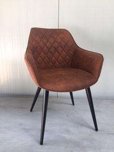 Industriële stoel met armsteunen, stijlvol comfortabele met zachte zitting. Heeft een opvallende uitstraling, strak modern, industrieel tegelijk Zeer solide constructie, ook geschikt horeca.