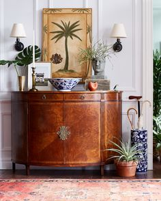 Love this mix of antique accents and tropical pieces for a seriously summer-ready entry!
