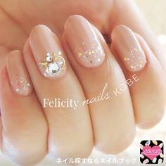 ネイル 画像 Felicity nails神戸 鈴蘭台 1244688 ベージュ ピンク ホログラム ビジュー デート 秋 ソフトジェル ハンド ミディアム