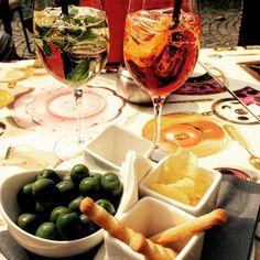 "Gefällt 80 Mal, 1 Kommentare - Eden Roc Ascona (CH) (@edenroc_ascona) auf Instagram: ""Sunny days are better with an aperitif, aren't they? #sunnydays #sunshine #goodweather #goodtimes…"" Restaurant Bar, Sunny Days, Alcoholic Drinks, Restaurants, Sunshine, Group, Instagram, Food, Alcoholic Beverages"