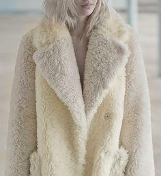 First look: Vika Gazinskaya Autumn/Winter 15