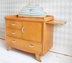 #vintage #retro #commode #babykamer   Feestrijk