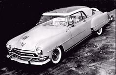 1954 La Comtesse, Chrysler's show car was based on a New Yorker Deluxe Newport two-door hardtop, featuring a full-length plexiglass roof panel, continental rear tire mount, Kelsey-Hayes wire spoke wheels, and custom trim.