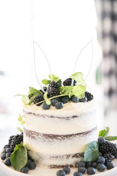 "Accessory Kids Birthday Ideas: ""Bunny Ballerina"" Games and Deco! Bunny Birthday Cake, Easter Birthday Party, Ballerina Birthday Parties, 1st Boy Birthday, Birthday Ideas, Macarons, Rabbit Cake, Birthday Activities, Dessert Decoration"