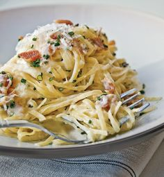 Carbonara by Eric Ripert. I want to love Carbonara, maybe this will be the recipe Pasta Carbonara, Chicken Carbonara, I Love Food, Good Food, Yummy Food, Tasty, Delicious Dishes, Pasta Recipes, Linguine