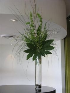 New Wedding Ceremony Flowers Pedestal Centerpieces 47 Ideas Green Centerpieces, Greenery Centerpiece, Centrepieces, Calla Lily Centerpieces, Centerpiece Ideas, Table Flowers, Flower Vases, Ikebana, Floral Wedding
