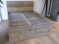 2 Persoons bed van oud steigerhout met latten bodem bedhoofd 120cm.