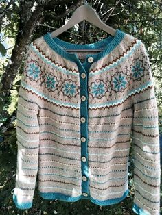 Fin kofte Drops Design, Wool Cardigan, Lace Knitting, Crochet Clothes, Sweaters, Cardigans, Prints, How To Make, Color