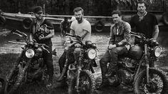 ... mit drei Freunden raste er am Amazonas entlang.