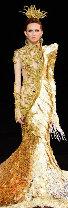 Guo Pei - Haute Couture - fall winter 2016 - 2017 V Gold Fashion, Fashion Art, High Fashion, Fashion Design, Guo Pei, Designer Gowns, Looks Style, Dance Outfits, Costume Design