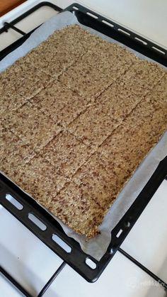 Pâine crocantă LCHF – Rețete LCHF Lchf, Quinoa, Diet Recipes, Healthy Recipes, Just Bake, Dukan Diet, Tasty, Yummy Food, Raw Vegan
