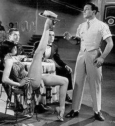 """Gene Kelly y Cyd Charisse en """"Cantando bajo la lluvia"""" (Stanley Donen, 1952)."""