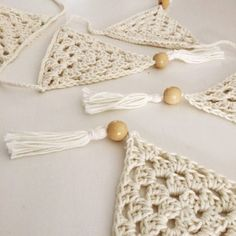 Crochet Motif Crochet Bunting - Dreamcatchers for children. They are a beautiful gift, giving comfort to little ones when having trouble with nightmares. Crochet Bunting Pattern, Crochet Motif, Crochet Yarn, Crochet Patterns, Crochet Home, Love Crochet, Crochet Gifts, Crochet Flowers, Left Handed Crochet