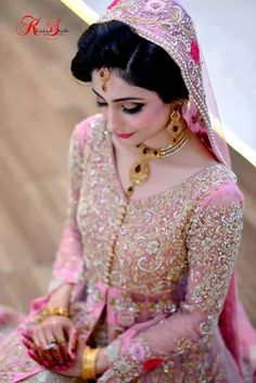 Pakistani Bride ♡ ❤ ♡ Pakistani Wedding Dress, Pakistani Style. Follow me here MrZeshan Sadiq Pakistani Bridal Makeup, Indian Bridal Fashion, Pakistani Wedding Dresses, Indian Dresses, Pakistan Bride, Pakistan Wedding, Bridal Looks, Bridal Style, Covet Fashion