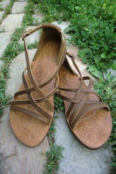 Oriental flat strapy sandals made of genuine leather