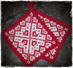 Julegryteklut pattern by Jorunn Jakobsen Pedersen - Topflappen Sitricken Crochet Potholders, Crochet Doilies, Knit Crochet, Knitting Charts, Knitting Patterns, Biscornu Cross Stitch, Knitted Flowers, Christmas Hat, Double Knitting