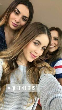 Bellas!!!! Divas, Teen, Hollywood, Selfie, Actors, Instagram, Long Hair Styles, Film, Celebrities