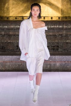 Alexander Wang Spring 2020 Ready-to-Wear Fashion Show - Vogue Alexander Wang, Fashion Week, Fashion 2020, Fashion Trends, Blackpink Fashion, Ladies Fashion, Fasion, Fancy Hairstyles, Vogue Russia