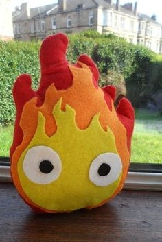 Little cuddly Calcifer from Howl's Moving Castle . Free tutorial with pictures on how to make a food plushie in under 60 minutes using felt, glue, and sewing equipment. Inspired by popular stuff, anime & manga, and domo kun. How To posted by susie. Nerd Crafts, Fun Crafts, Diy And Crafts, Kawaii Diy, Kawaii Plush, Otaku, Totoro, Sewing Projects, Craft Projects