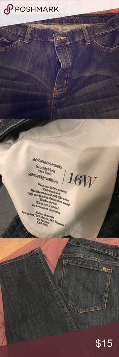 Simply Vera-Vera Wang Jeans! Simply Vera-Vera Wang Jeans!  Size 16W. Tapered at ankle. Purchased from Kohl's. No tears or stains. Super comfortable and cute! Simply Vera Vera Wang Jeans Skinny