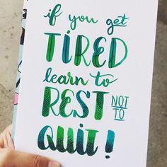 Descanse mas não desista, ok?  #lettering #brushlettering #handlettering #brushpen #watercolor #waterbrush #aqualine #ecoline #learn #tired #rest #dontquit #dontgiveup #naodesista