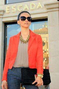 La mujer que sabe vestirse tiene en cuenta su tipo de cuerpo a fin de que pueda escoger las prendas mas adecuadassegúnel estilo de cada u...