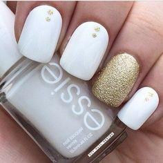 Gold and White Glitter Nails.