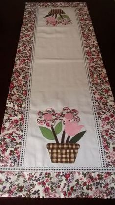 Applique Patterns Quilt Patterns Table Toppers Mug Rugs Sewing Clothes Needlepoint Sewing Crafts Diy Crafts Table Runner And Placemats Table Runner And Placemats, Quilted Table Runners, Patch Quilt, Quilt Blocks, Quilting Projects, Sewing Projects, Hand Embroidery, Embroidery Designs, Kitchen Kit