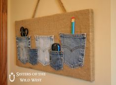 Denim Pocket Organizer I have a few burlap canvas to put blue jean pockets on. Jean Crafts, Denim Crafts, Burlap Crafts, Craft Projects, Sewing Projects, Recycling, Pocket Organizer, Laundry Organizer, Diy Organizer