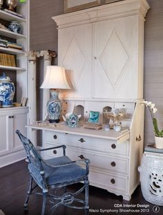 love those drawer compartments!