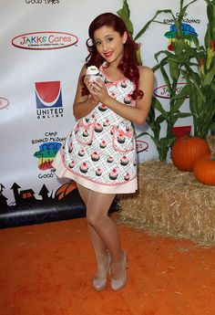 Ariana Grande cute dress with sexy sheer pantyhose and heels Ariana Grande Tights, Ariana Grande Red Hair, Ariana Grande Cute, Ariana Grande Pictures, Def Not, Beautiful Legs, Sexy Legs, Portrait, Stockings