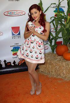 Ariana Grande cute dress with sexy sheer pantyhose and heels Ariana Grande Tights, Ariana Grande Red Hair, Ariana Grande Cute, Ariana Grande Pictures, Tan Pantyhose, Halloween Carnival, Sexy Stockings, Beautiful Legs, Beautiful Celebrities