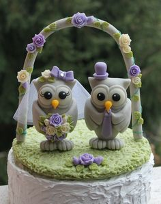 Wedding owl cake topper with grass base and arch by PerlillaPets