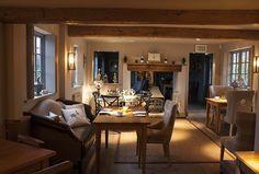 the fuzzy duck pub in armscote warwickshire Pub Interior, Italian Interior Design, Bar A Vin, Pub Design, Pub Decor, Hotel Lounge, Restaurants, Winter Home Decor, Modern Restaurant