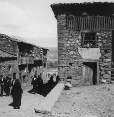 Artur Pastor Old Photos, Vintage Photos, History Of Portugal, Vernacular Architecture, Tumblr, Portuguese, Exterior, Black And White, Places