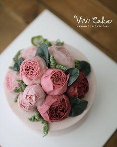또 다른 잉글리쉬로즈^^ #flowercake #buttercreamcake #flower #cake #buttercream #baking #flowers #class #korean #koreanflowercake #koreanfood #koreaflowercake #cakeclass #seoulflowercake #cakedesign #wilton #instacake #whitebuttercream #whitecake #flowercakeclass #vivicake #비비케이크 #플라워케이크 #버터크림 #버터크림플라워케이크 #플라워케이크클래스 #비비케이크 #잉글리쉬로즈 #버터크림잉글리쉬로즈