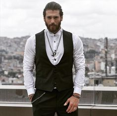 Can Yaman ('Erkenci Kus') o Daario Naharis ('Juego de Tronos'), esa es la cuestión Turkish Men, Turkish Actors, Turkish Beauty, New Look Boys, Online Dress Shopping, Big Men, Look At You, Gorgeous Men, Women's Fashion Dresses