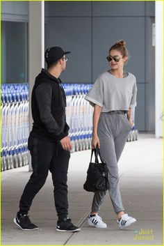 gigi hadid joe jonas arrive jfk together workout buddies 16