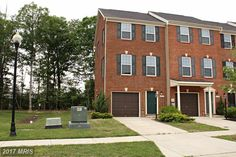 Updated end-unit townhome! 11737 SUNNINGDALE PLACE, WALDORF, MD 20602    somdrealestatenetwork.com #somdrealestate #realtorkimberlybean