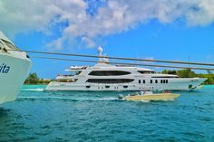The luxury yacht Skyfall in direct noughbourhood to the AIDAvita on it's way to Paradise Island harbour!