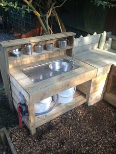Our mud kitchen - with running water! Our mud kitchen - with running water! Diy Grill, Clean Grill, Barbecue Grill, Grilling, Diy Mud Kitchen, Outdoor Kitchen Design, Outdoor Camp Kitchen, Kitchen Ideas, Outdoor Sinks
