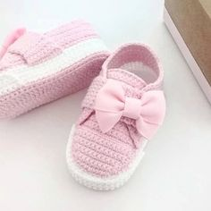 Crochet Baby Clothes, Crochet Baby Shoes, Love Crochet, Diy Crochet, Baby Booties Free Pattern, Crochet Shoes Pattern, Shoe Pattern, Baby Knitting Patterns, Lace Knitting