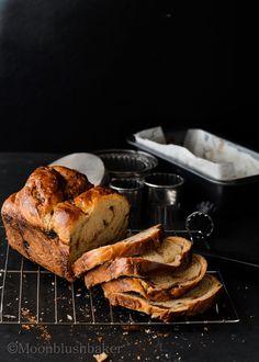 Going halves /-/ Yeasted Ginger swirl bread | The moonblush Baker