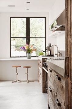 MODERN COUNTRY KITCHEN - RECLAIMED WOOD CABINETS | COCOCOZY